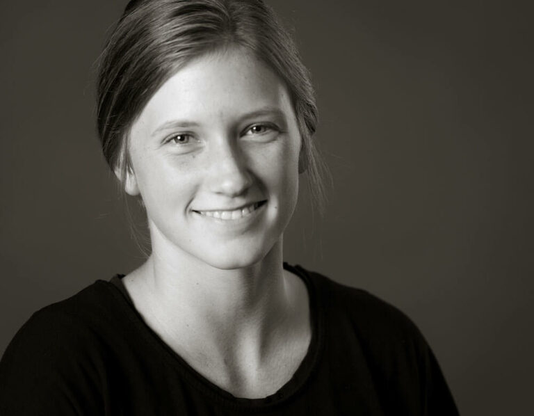 Chloe - graphic designer